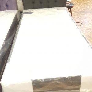 Enkel säng 90×200 med förvaring.